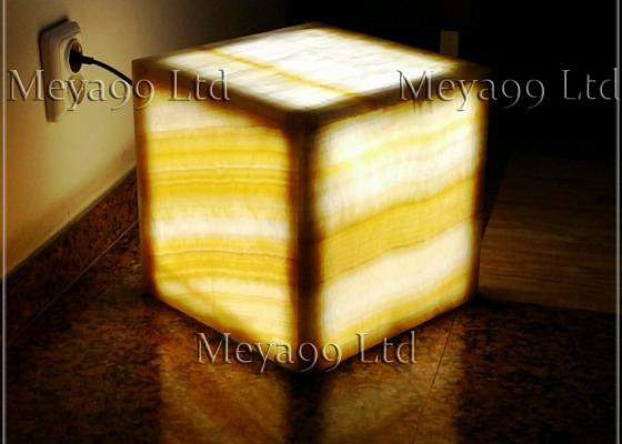 Лампа от Оникс с осветление