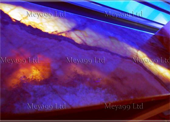 Бар плот изработен от Оникс, с осветление